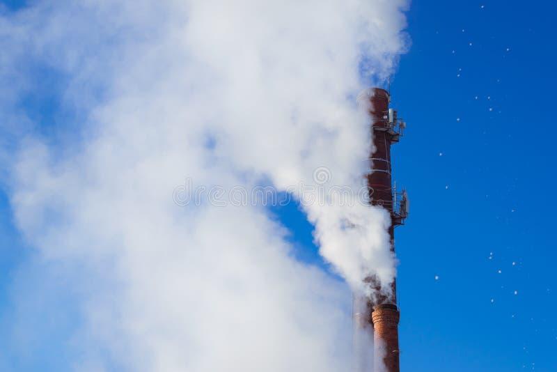 从热导管的烟在锅炉 免版税库存照片