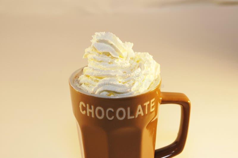 热巧克力牛奶鞭子奶油 免版税库存照片