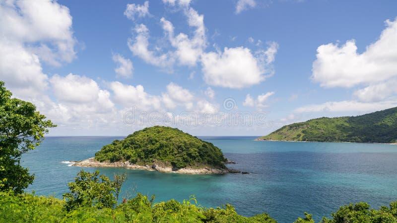 热带安达曼海美好的风景自然视图的美丽的小海岛在夏季 免版税库存照片