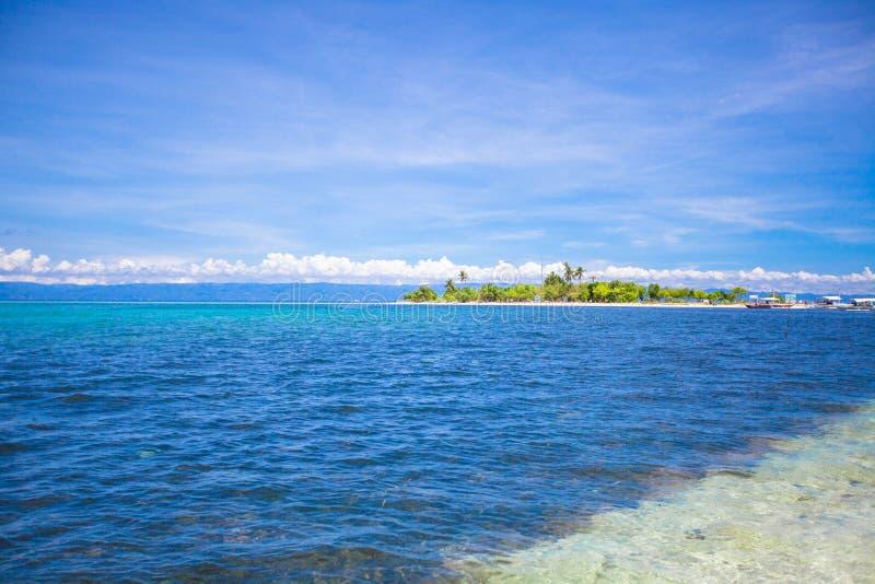 热带完善的海岛Puntod在菲律宾 库存照片