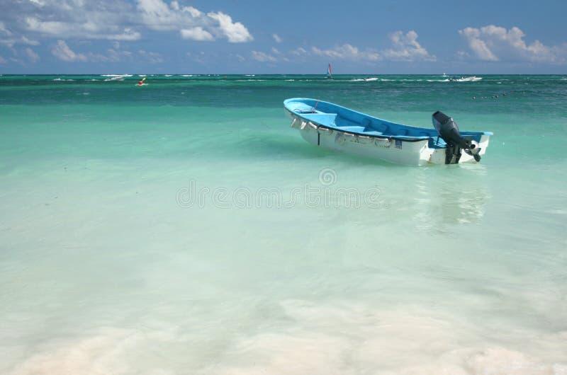 热带小船carribean的海洋 免版税库存图片