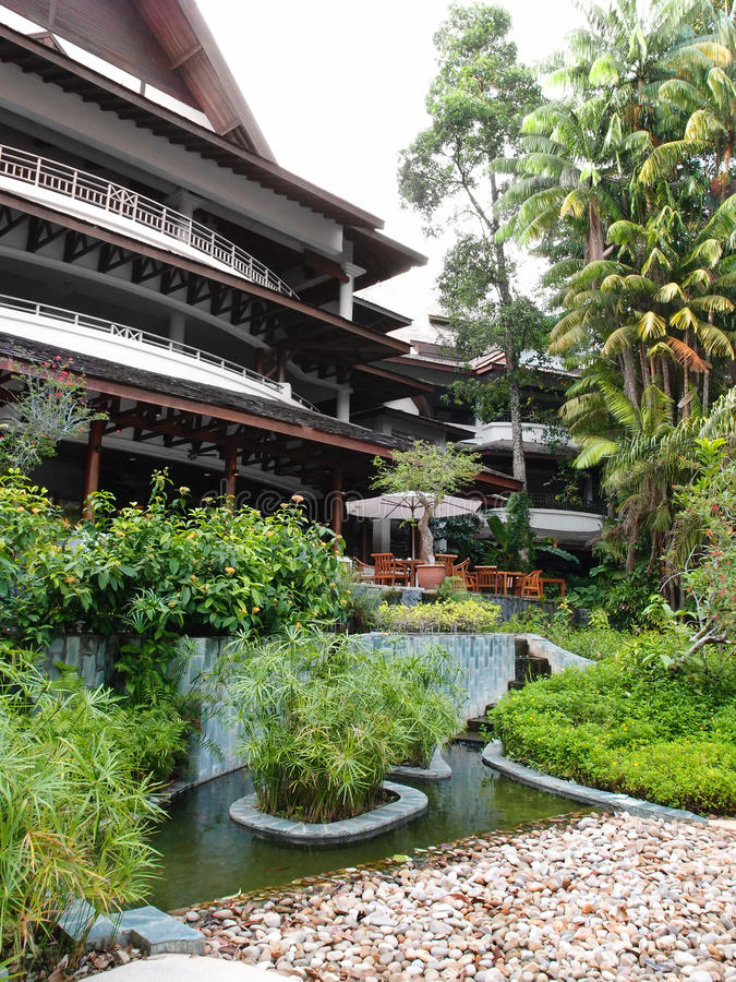 热带手段大厅庭院环境美化 免版税库存照片