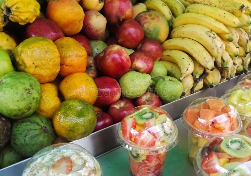 热带水果销售立场 可口和水多 哥伦比亚传统事务 库存照片