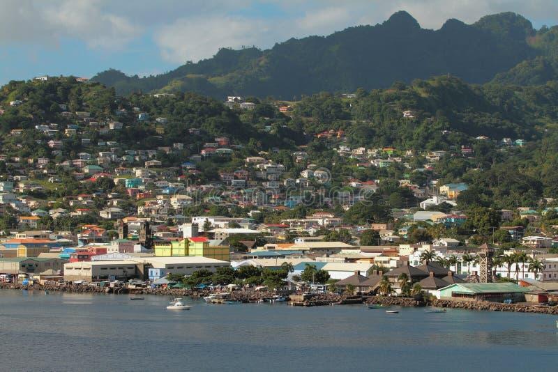 热带海岛海岸的城市  金斯敦,圣文森 免版税库存照片