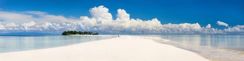 热带海岛的全景 免版税库存图片