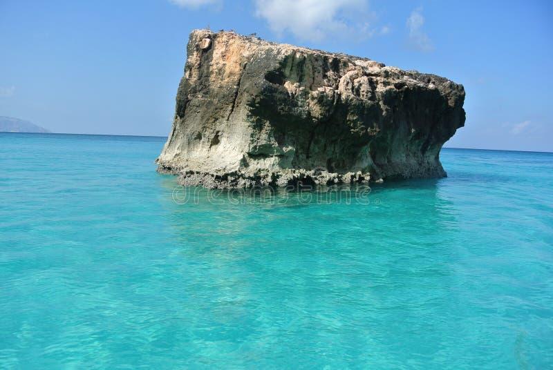 热带海岛的岩石 库存照片