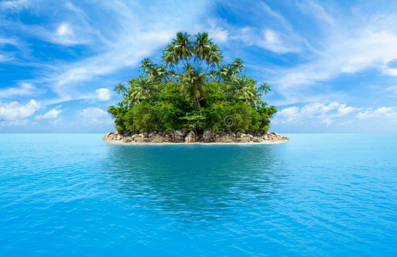 热带海岛的海洋 免版税库存照片