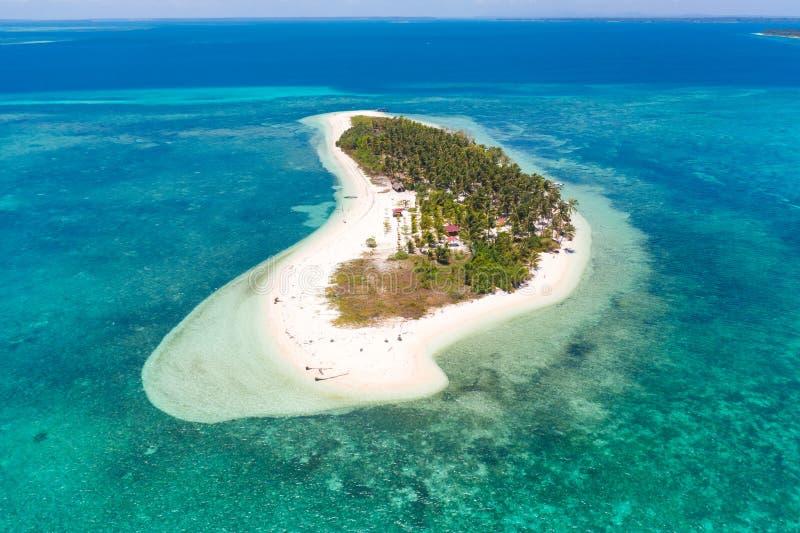 热带海岛Canimeran 在荒岛上的白色沙滩 库存照片