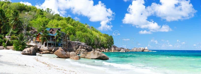 热带海岸的全景 免版税库存照片