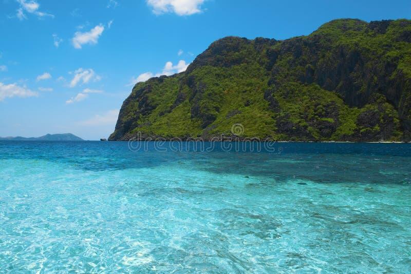 热带海海湾, El Nido,巴拉望岛,菲律宾 免版税库存图片