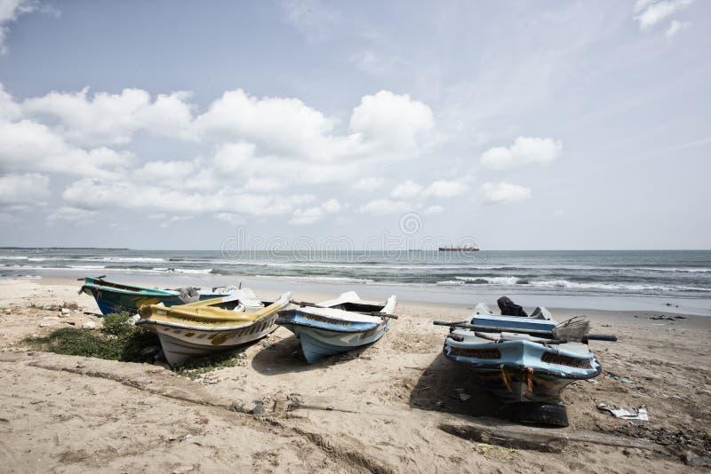 热带海滩在亭可马里附近的斯里兰卡 免版税库存照片