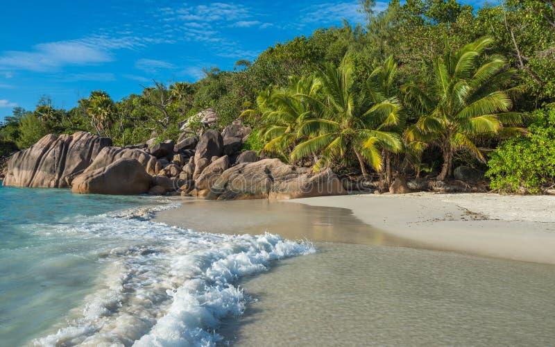 热带海滩Anse拉齐奥,普拉兰岛海岛,塞舌尔群岛 库存照片