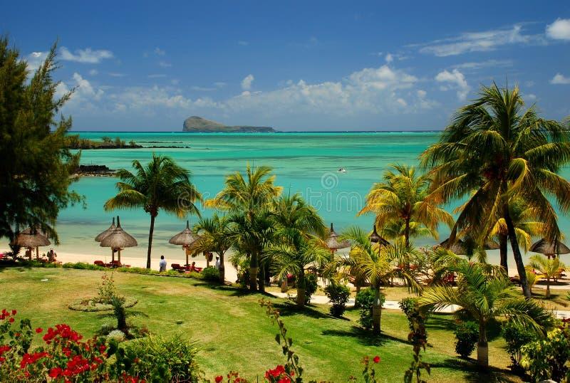 热带海滩和盐水湖。毛里求斯 免版税库存图片