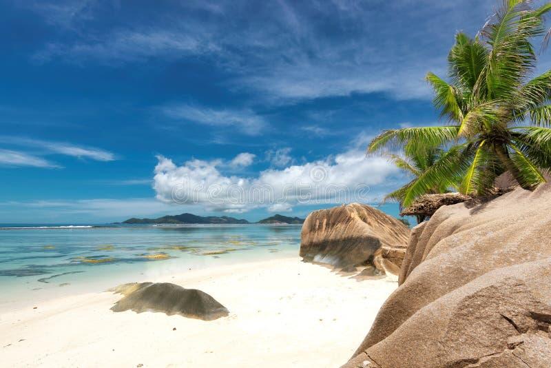 热带海滩来源D `银在塞舌尔群岛,拉迪格岛海岛 免版税图库摄影