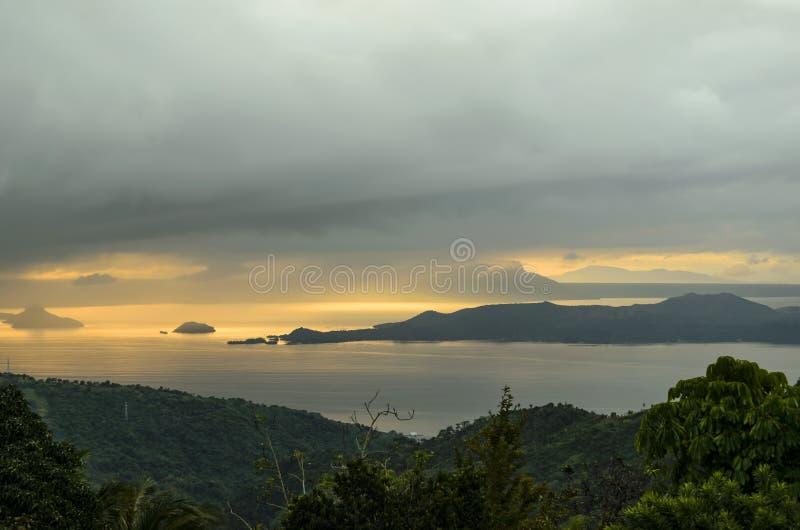 热带湖风景 免版税库存图片