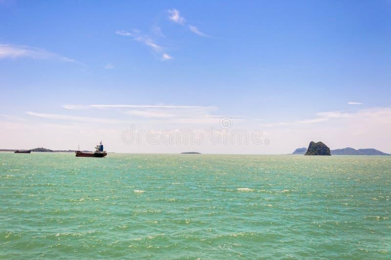 热带的海运岩质岛临近酸值Samui 库存图片