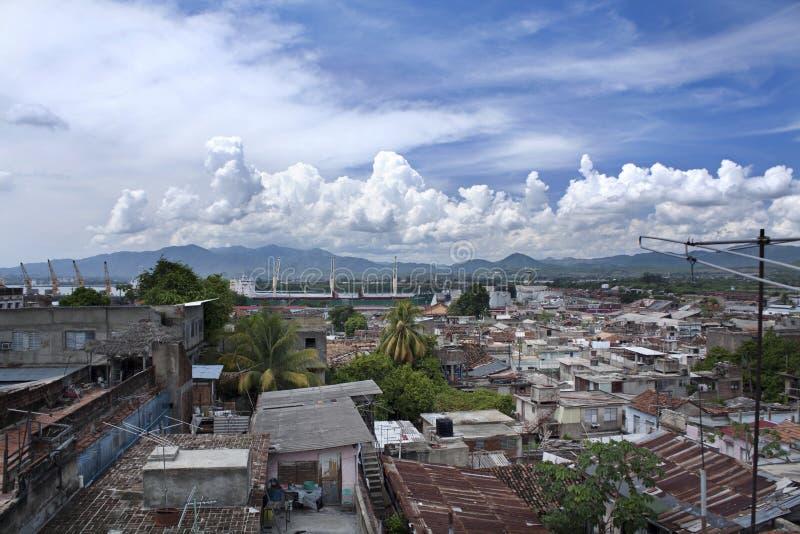 热带都市风景在晴天 图库摄影