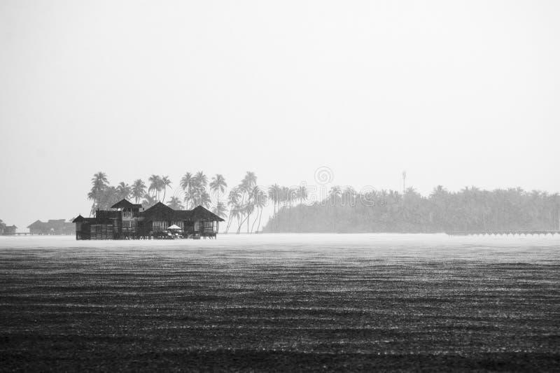 热带雨在旅馆2里 库存图片