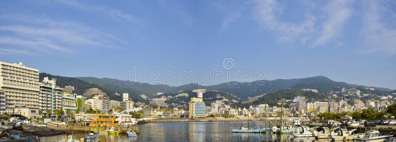 热海市观点的全景图片从热海市后乐园旅馆的 免版税库存图片