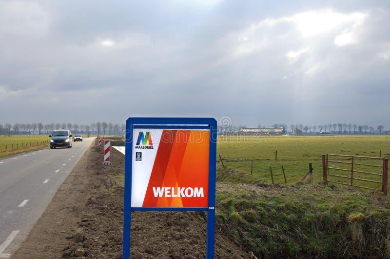 热烈欢迎在Maasdriel在灰色,冷的冬日 免版税图库摄影