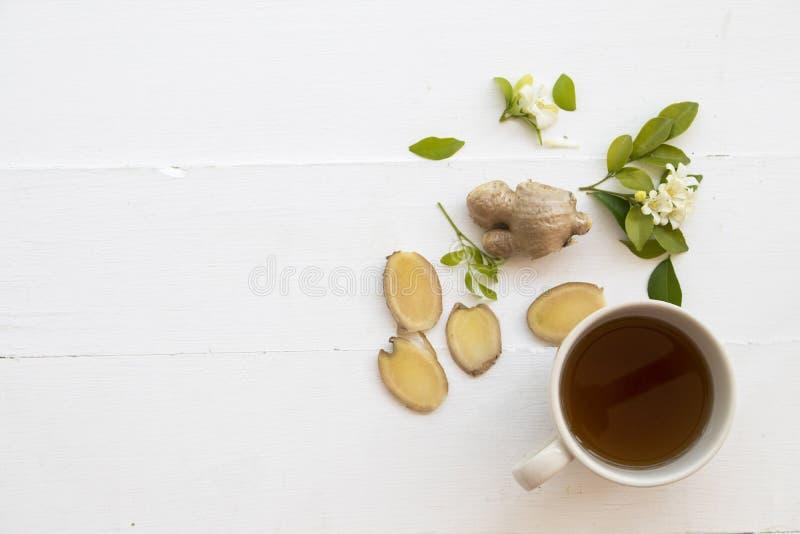 热的从自然的姜汁草本健康饮料 免版税库存照片