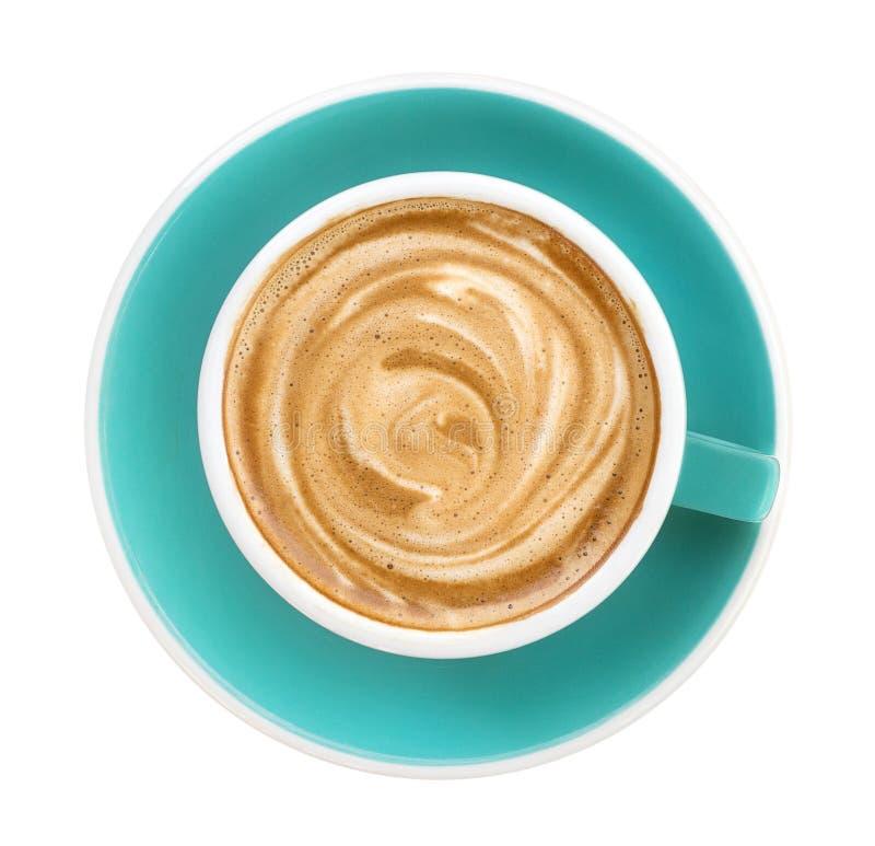 热的咖啡热奶咖啡拿铁螺旋泡沫顶视图在鲜绿色在白色背景隔绝的颜色杯子的,裁减路线 免版税库存照片