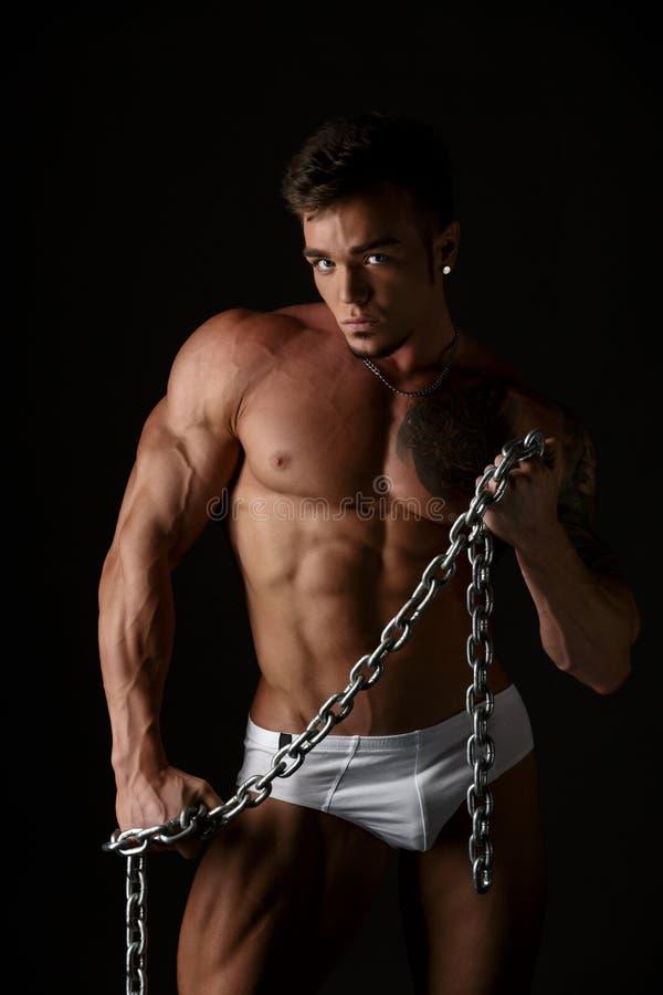 Download 热的大力士演播室照片有链子的 库存图片. 图片 包括有 厚片, 赤裸, 摆在, 强大, 理想, 顿断法, 英俊 - 62526033