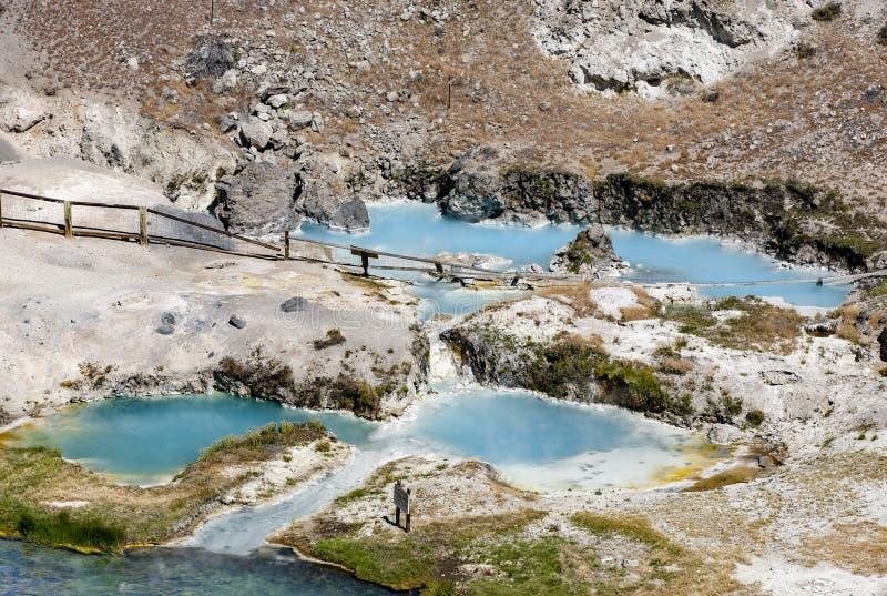 热的小河地质站点的温泉城 免版税库存照片