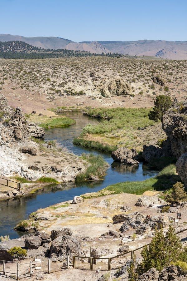 热的小河地质站点的温泉城 免版税库存图片