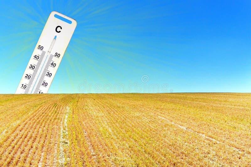 热的干燥夏天 全球性变暖 温度计和干燥风景 温暖的概念 库存图片