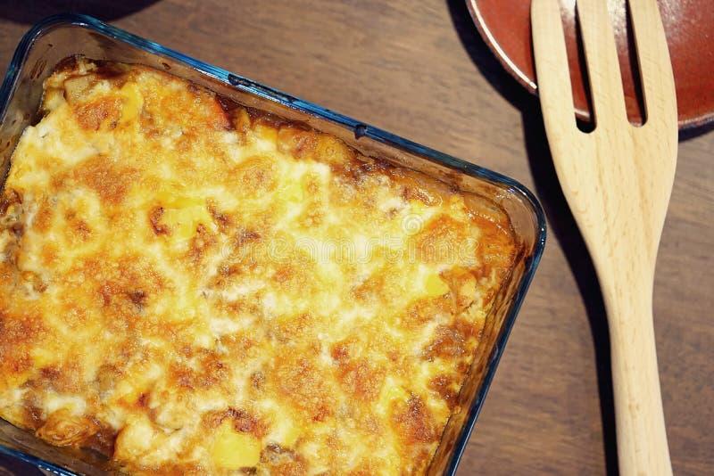热的日本咖喱饭烘烤了乳酪,自创食物 免版税库存照片