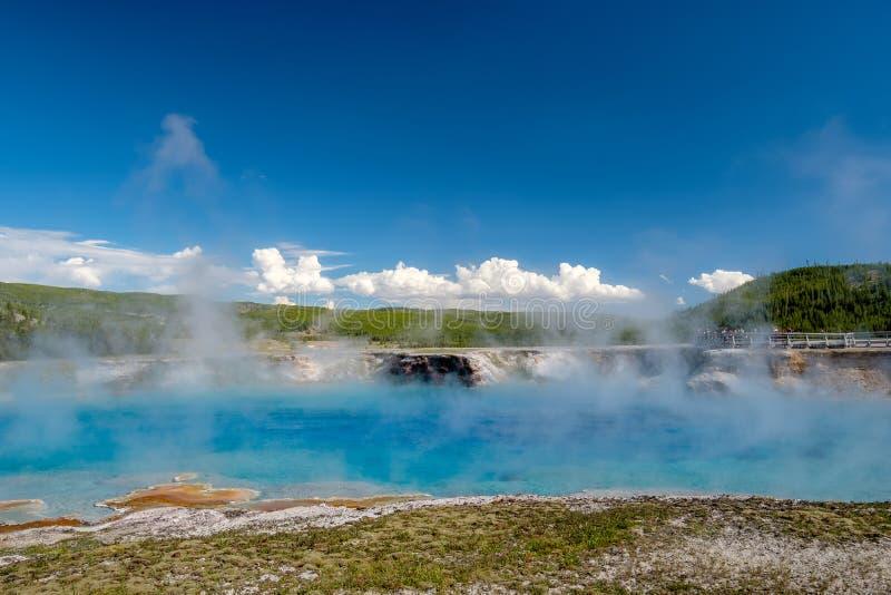 热的温泉在黄石 库存图片