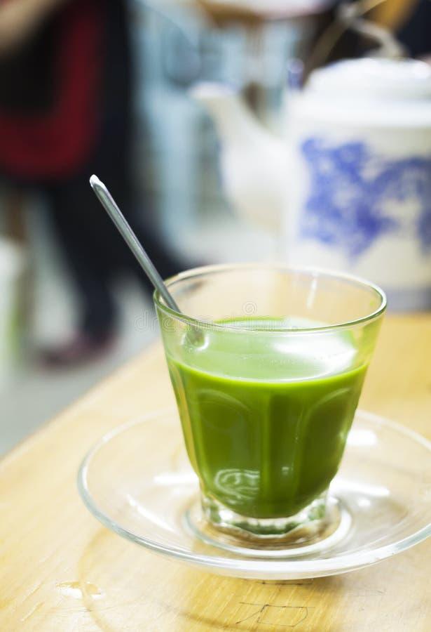 热的牛奶茶 免版税库存照片