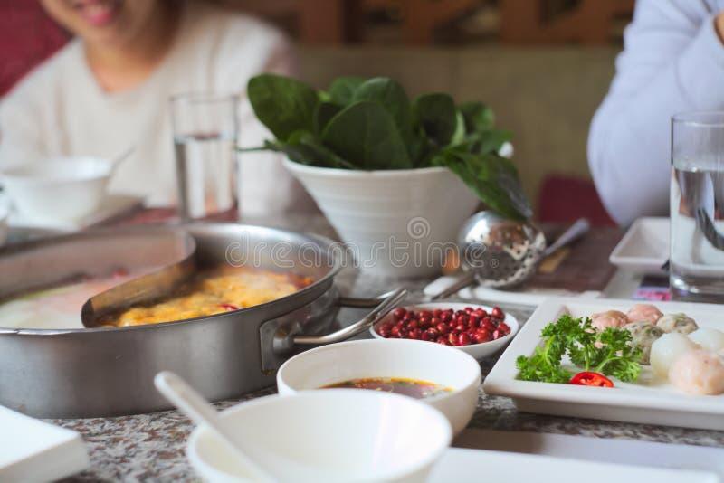 热的罐在中国餐馆 免版税库存照片