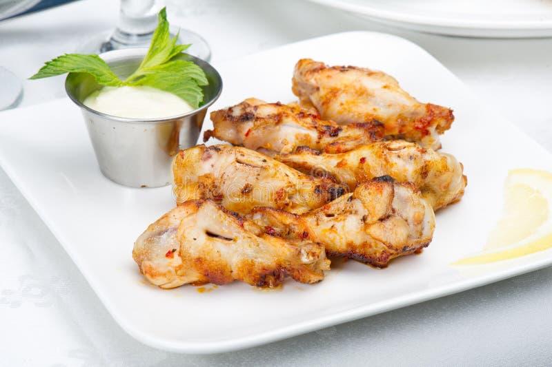 热的肉盘-烤鸡翼 免版税图库摄影