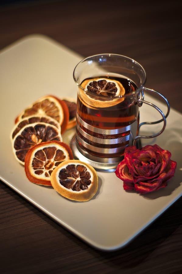 热的茶,柠檬,杯子,静物画,房子 库存照片