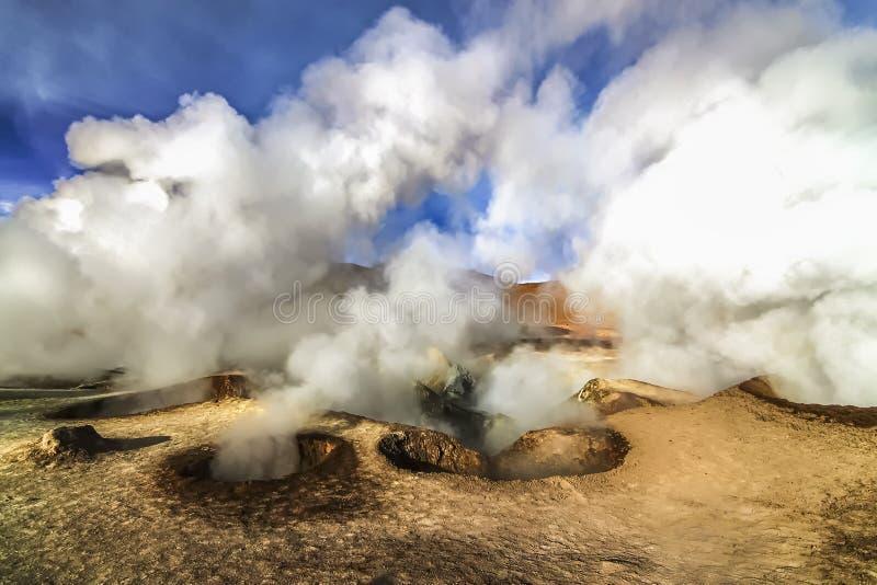 热的蒸汽水池geysersat Sol de马纳娜,玻利维亚 库存图片