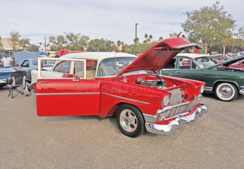 热的1956年雪佛兰两门轿车 库存照片