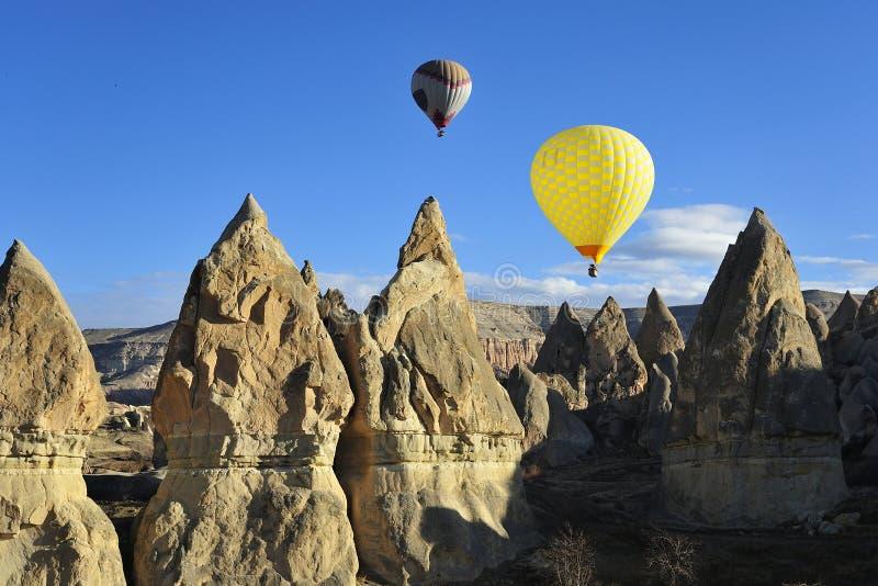 热空气在cappadocia,火鸡的轻快优雅旅行 库存照片