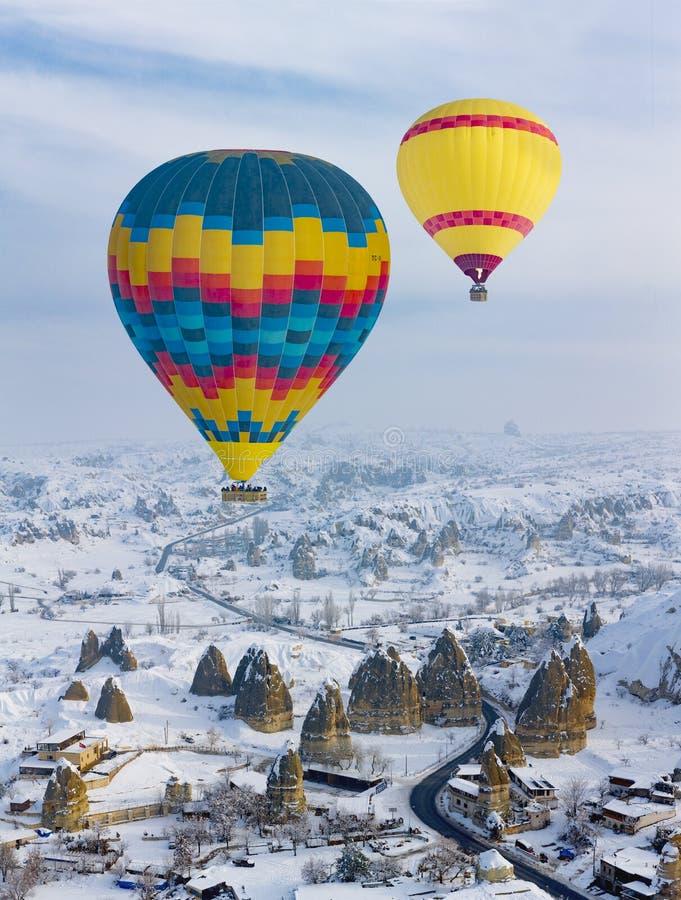 热空气气球和卡帕多细亚 免版税库存照片