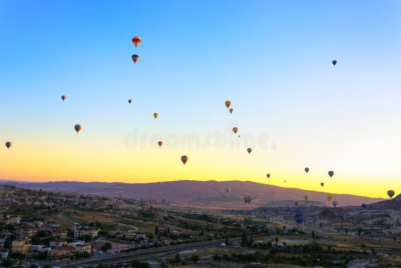 热空气气球在卡帕多细亚,土耳其 图库摄影