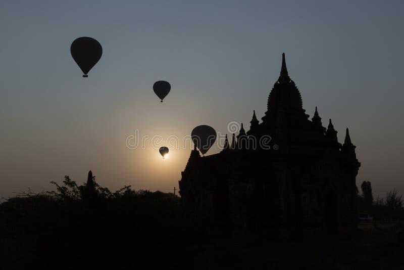 热空气气球飞行- Bagan缅甸 免版税库存照片
