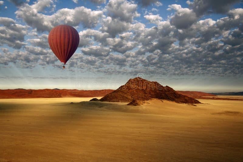 热空气气球- Sossusvlei -纳米比亚 免版税库存图片