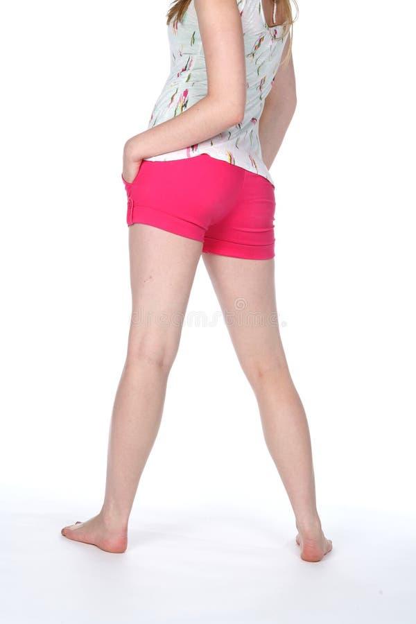 热精瘦的紧紧行程长的桃红色短裤 免版税库存图片