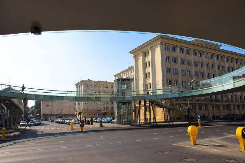 热舒夫,波兰-在路的圆的玻璃步行桥 库存照片