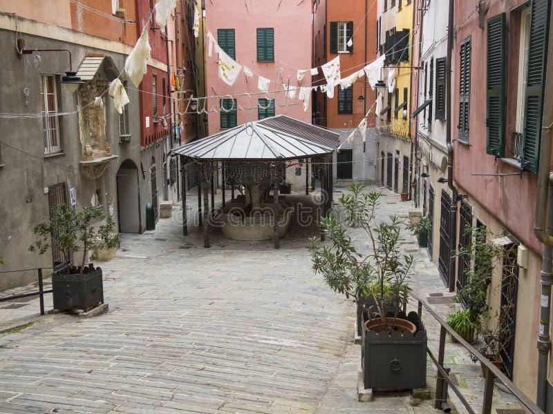 热那亚的著名正方形'truogoli di圣诞老人brigida'公开洗涤房子 库存照片