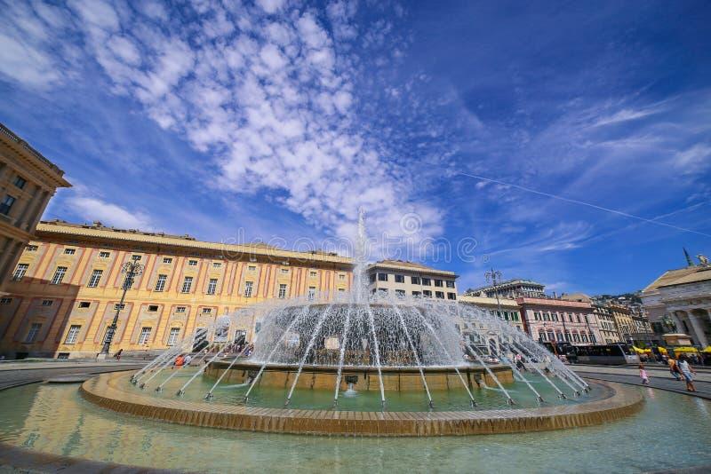 热那亚赫诺瓦- De法拉利广场看法有中央喷泉的 库存照片