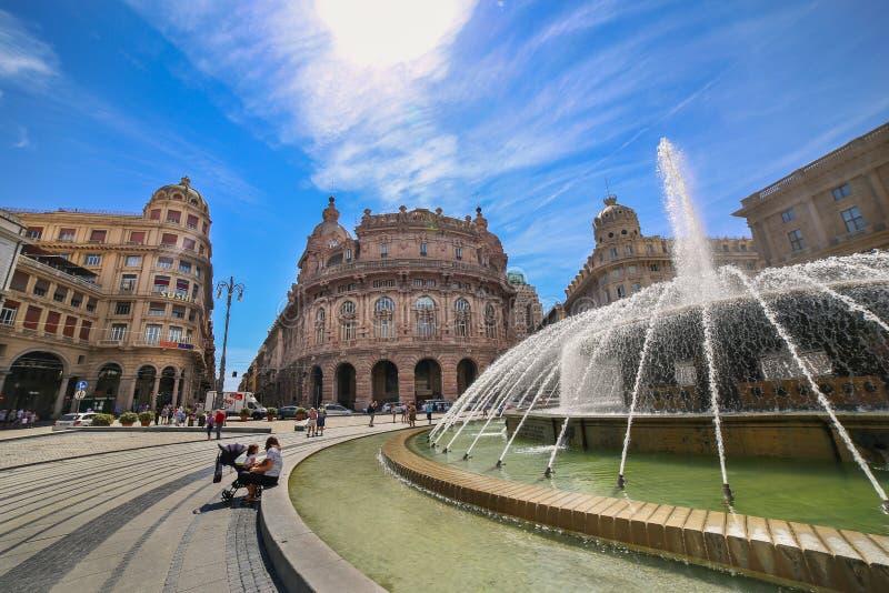 热那亚赫诺瓦- De法拉利广场看法有中央喷泉的 免版税库存图片