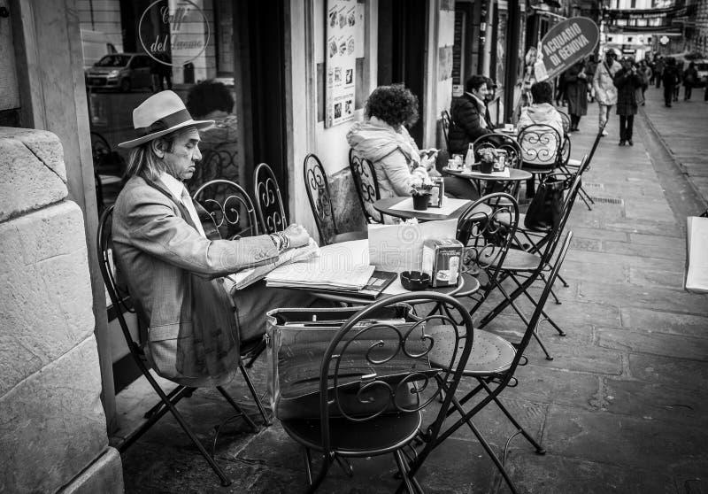 热那亚,意大利- 2016年4月21日:意大利人打扮象gentlema 免版税图库摄影