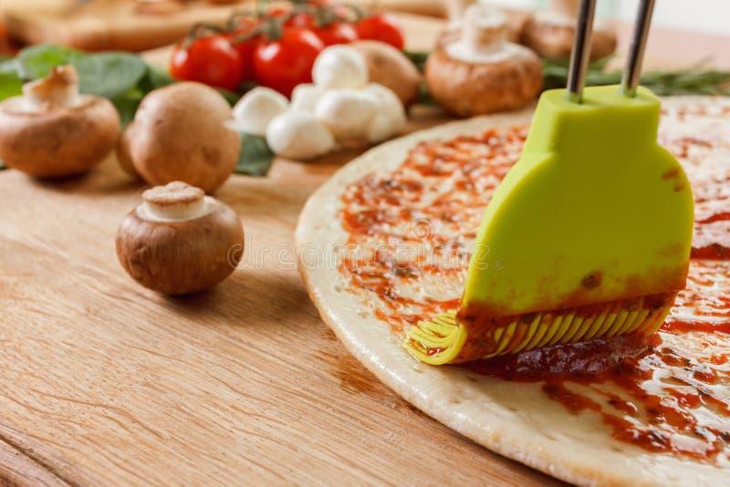 烹调与新鲜蔬菜的薄饼 食物 免版税库存照片